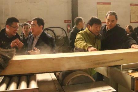 """富得利""""微波膨化木装饰表板实木复合地板""""新产品通过鉴定四辊卷板机"""